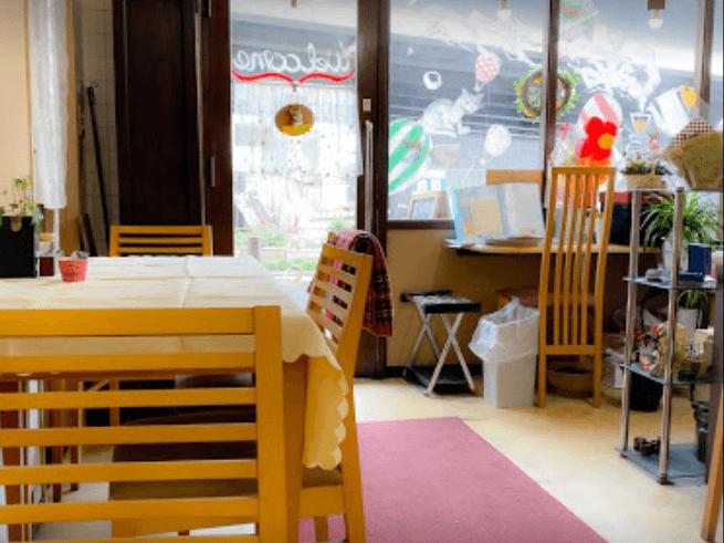 金沢文庫駅すぐ!Wifi・電源のあるゆっくりできる穴場カフェ「カフェプラス」の店内内装